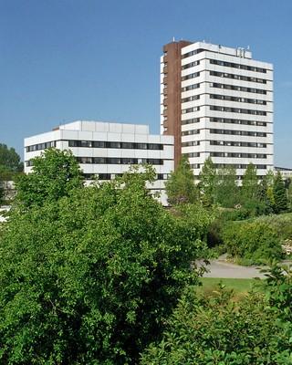 Biologiezentrum mit Teil des Botanischen Gartens